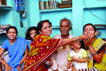 Govind-Jaiswal-Family-Celebrates-its-Success-IAS-Topper